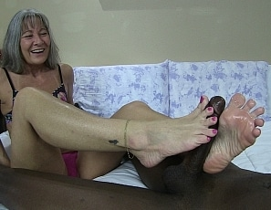 content/pov_foot_job_by_milf/1.jpg